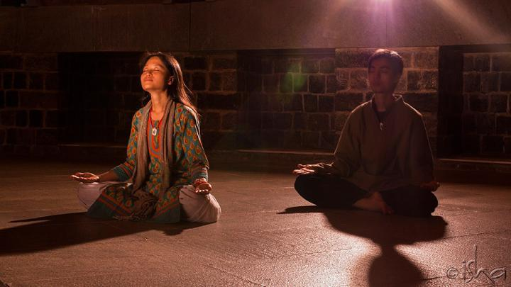 Meditating in Dhyanalinga - Sitting Still - Settling the Mind and Body